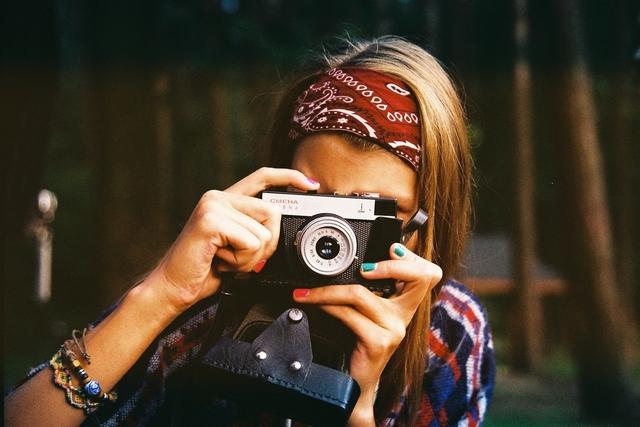woman photographer 1245761 1920